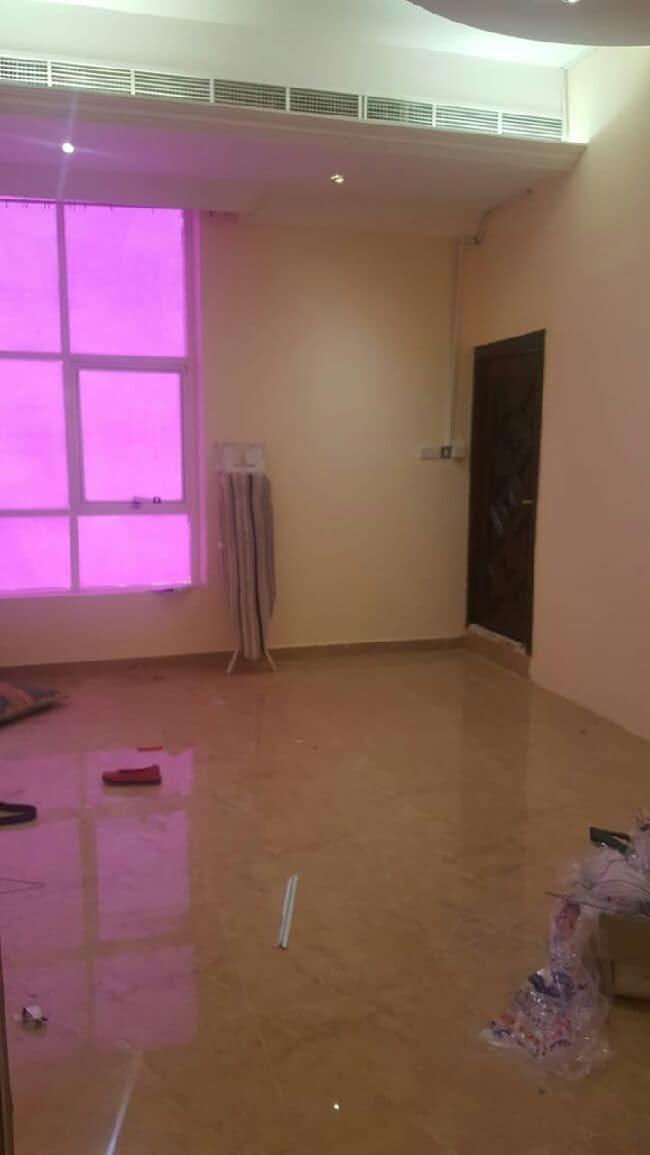 للإيجار شقة بفيلا في فلج هزاع مكونة من