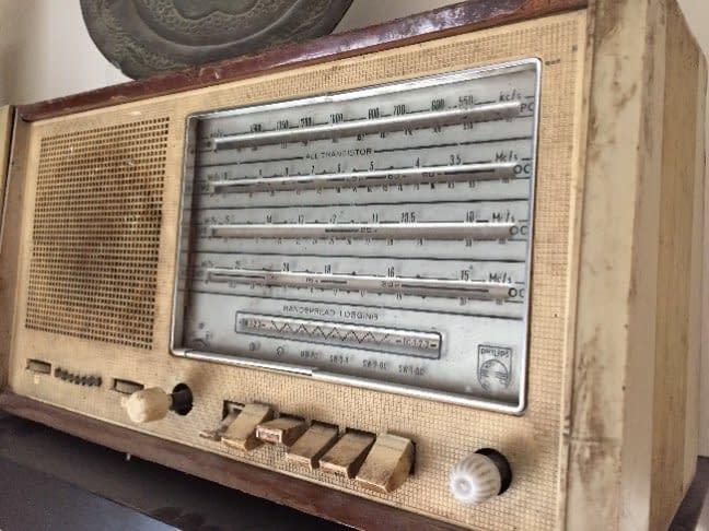 للبيع راديو قديم عمره فوق 80 سنة بسعر