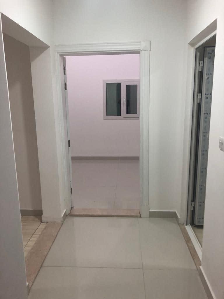 يوجد شقة غرفتين وصالة للإيجار في مدينة