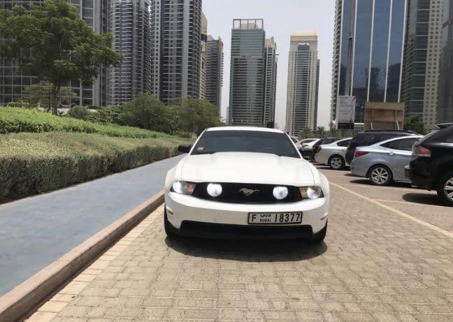 للبيع سيارة فورد موستنك موديل 2012 /