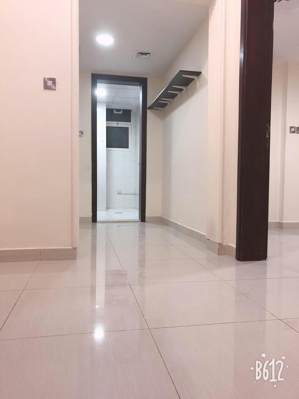 متوفر للإيجار غرفة وصالة في مدينة خليفة