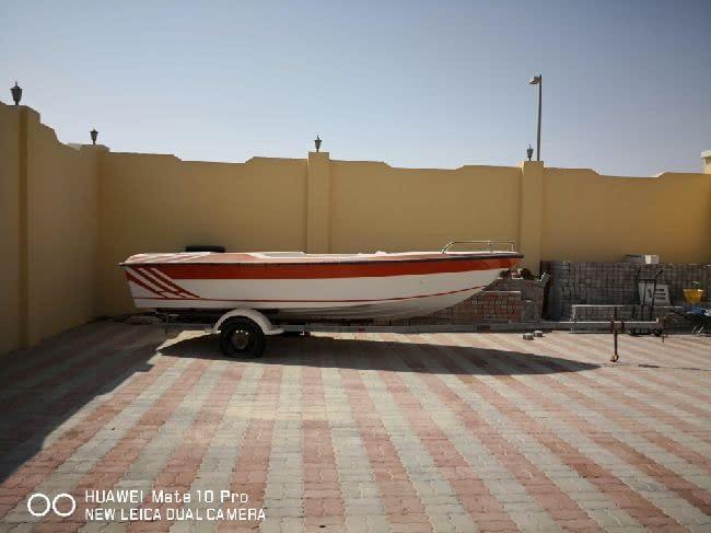 قارب للبيع بدون محرك مع الناقل الحمال