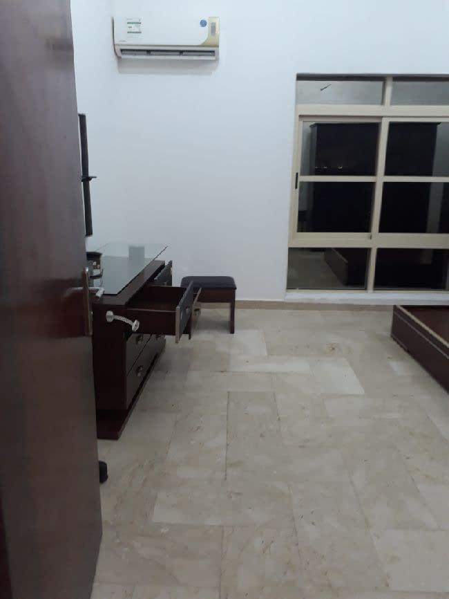 للإيجار شقة غرفة وصالة في مدينة خليفة أ