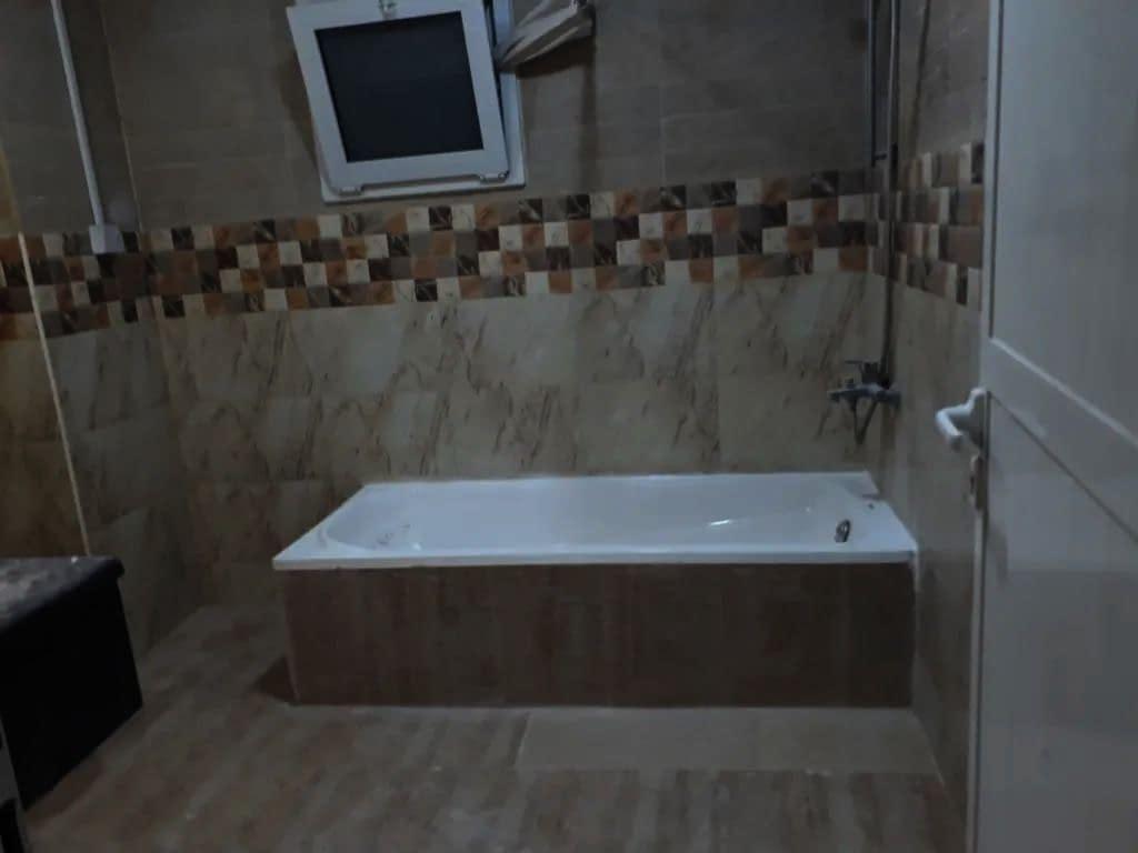 شقة غرفة وصالة للإيجار في مدينة خليفة (
