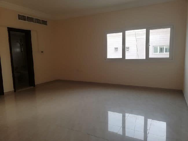 للإيجار غرفة وصالة في مدينة خليفة أ