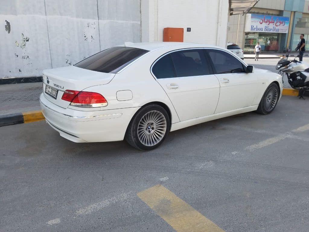 BMW 750 موديل 2006 نظيفة من الداخل