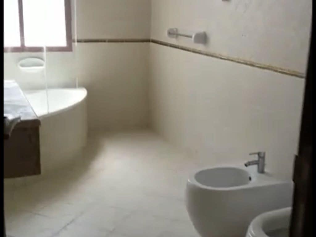 غرفة وصالة بلكونه للإيجار بمنطقة المشرف