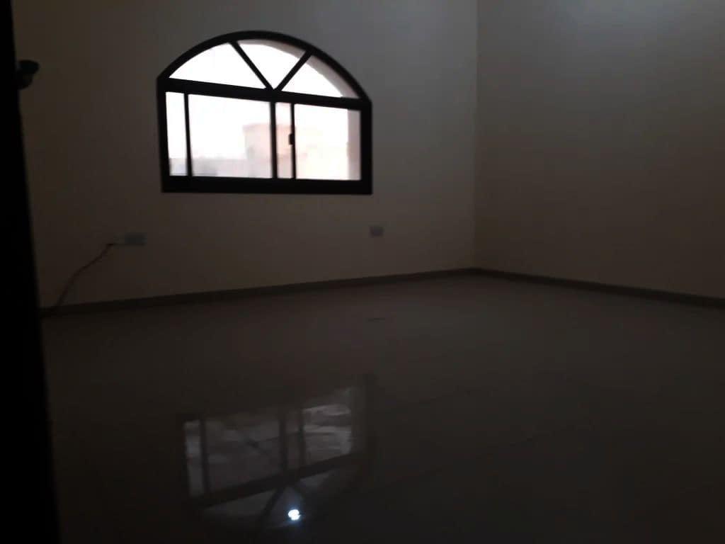 شقة 5 غرف وصالة للإيجار في مدينة خليفة