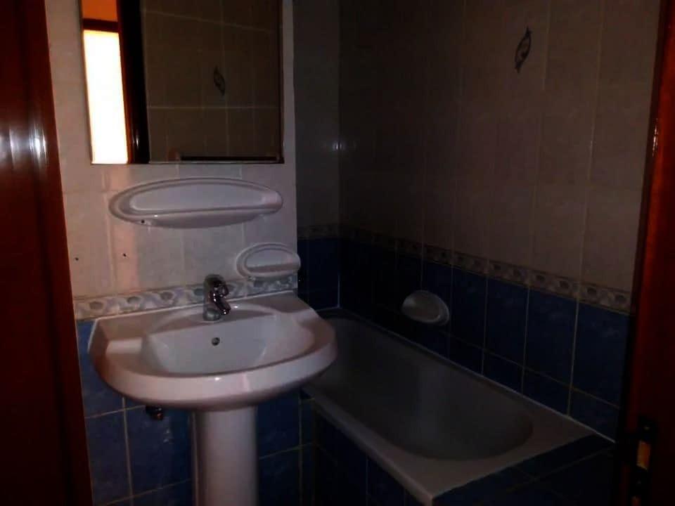 للإيجار شقة أرضية ضمن مجمع 2 غرف نوم مع