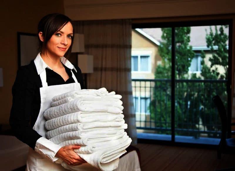 يعلن مكتب رند عن وجود خادمات ممتازين