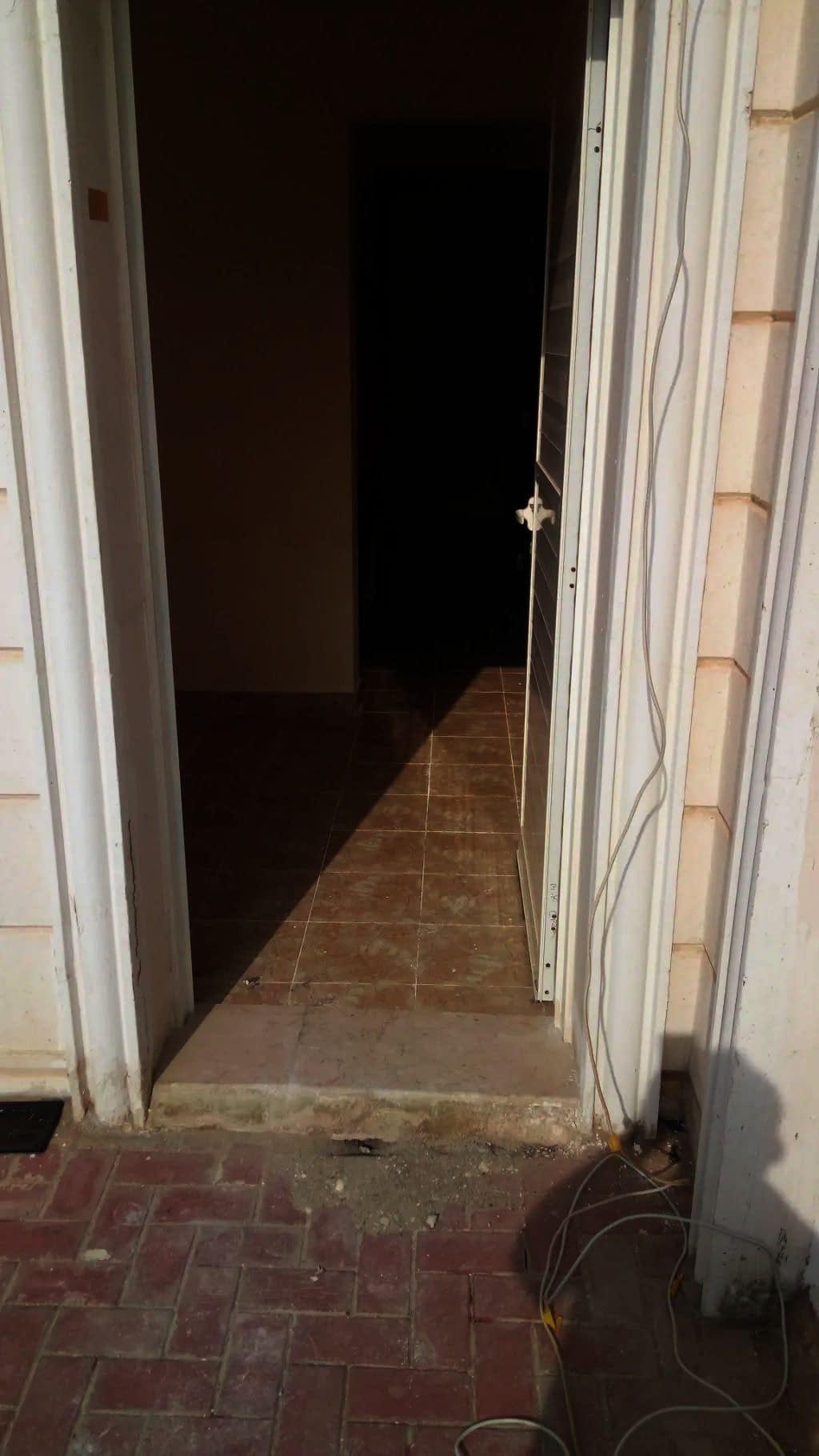 شقة صغيرة غرفة وصالة بمدخل خاص خلف