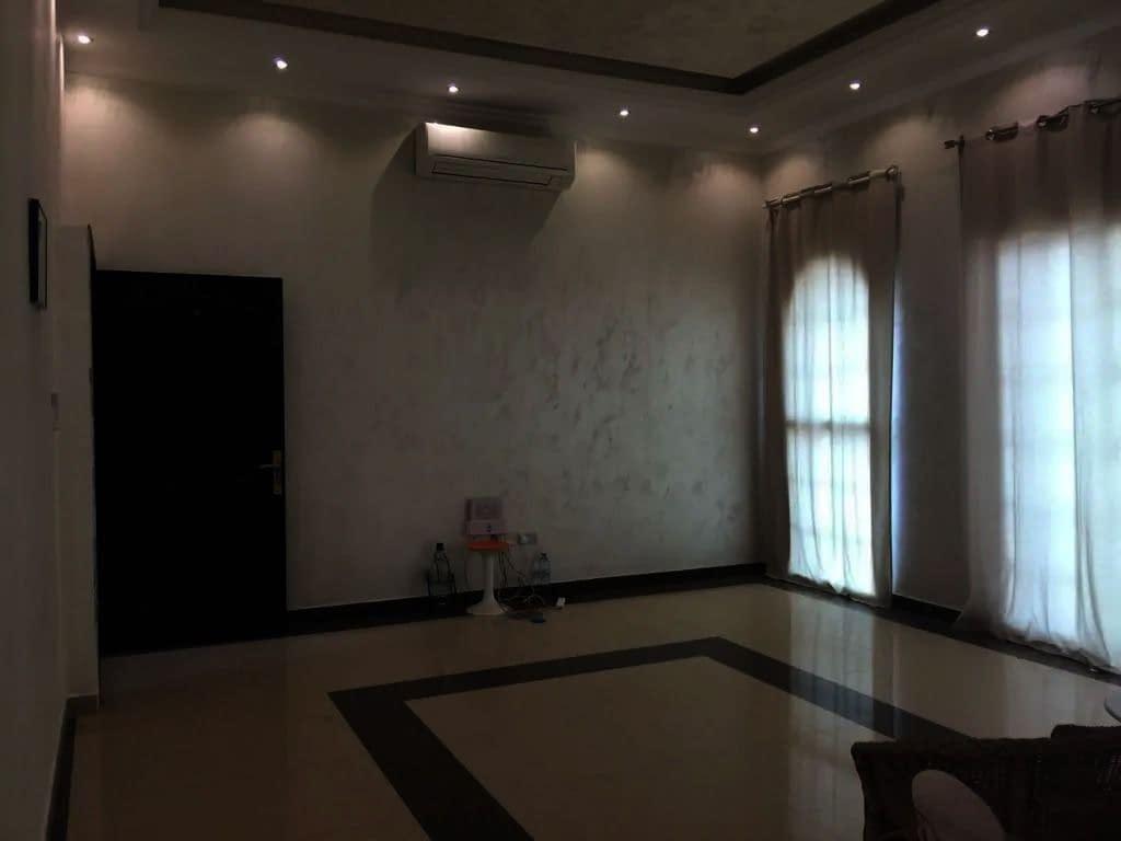 شقة لإيجار في مدينة خليفة أ غرفة - صالة