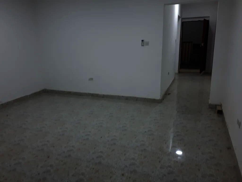 للإيجار في الشامخة غرفتين وصالة مطبخ