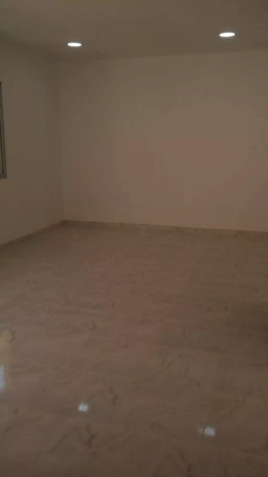 للإيجار في أبوظبي في مدينة شخبوط شقة 2