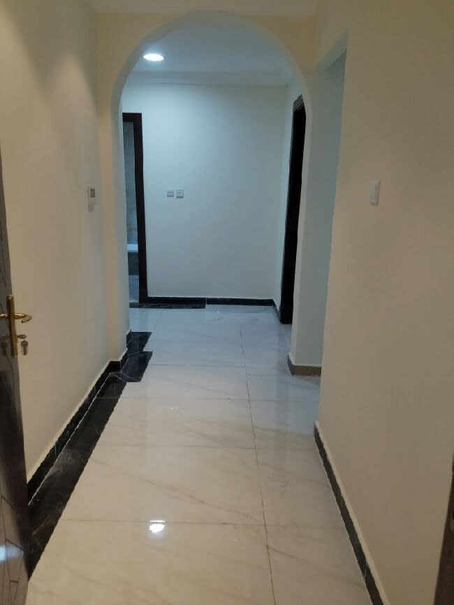 غرفة وصالة صغيرة للإيجار في مدينة خليفة