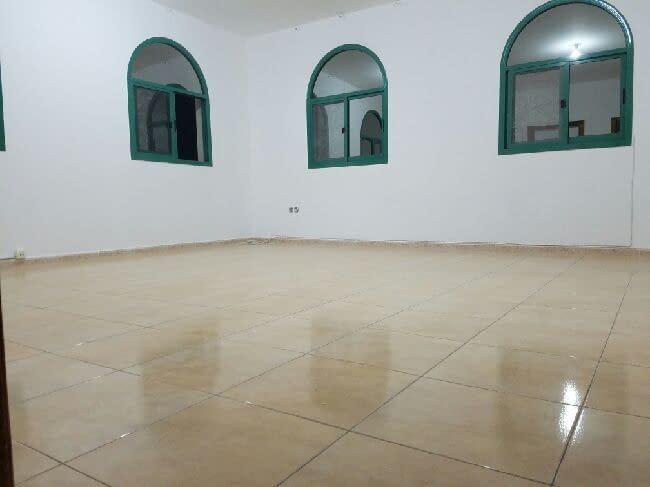 غرفة وصالة للإيجار في مدينة خليفة أ)