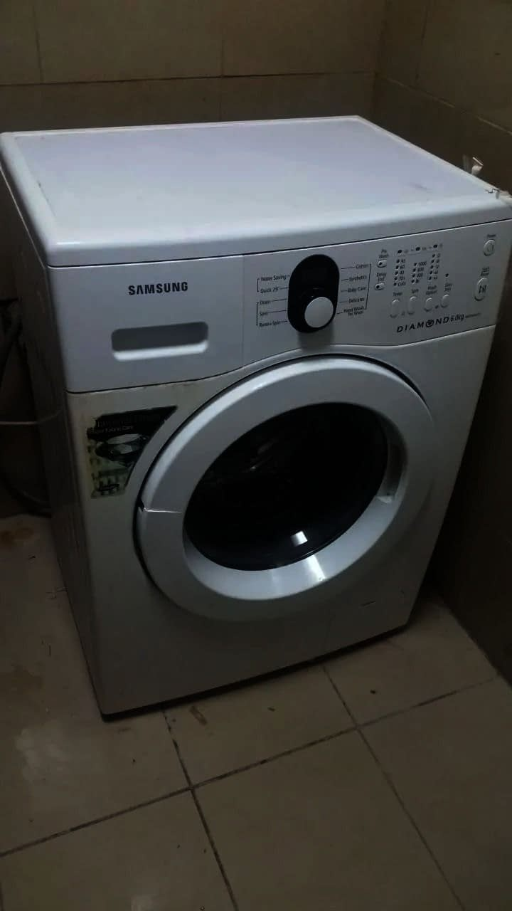 Washing machine (Samsung) 6 KG very