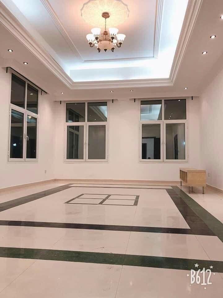 متوفر شقة غرفة وصالة مساحة كبيرة جدا